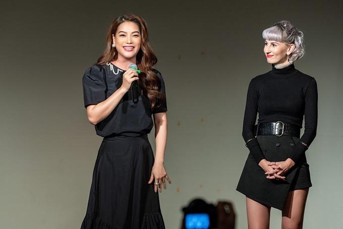 Nữ diễn viên - nhà sản xuất giao lưu tại một buổi chiếu phim. 14 phim tranh giải Panamanic sẽ trình chiếu tại TP HCM và Hà Nội.
