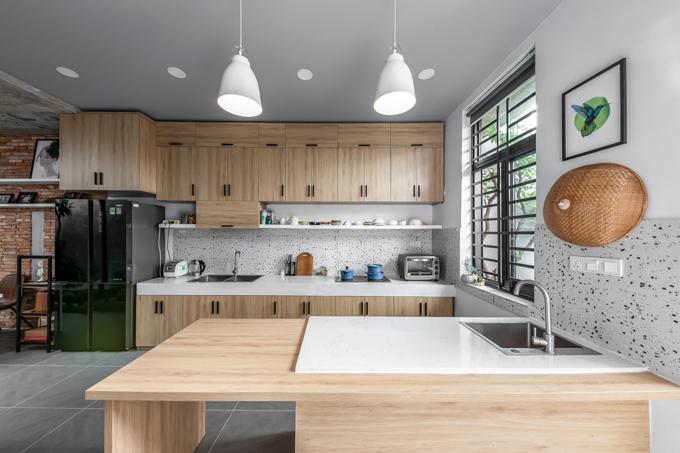 Gia chủ chuộng nội thất gỗ tối giản, giúp tạo sự gần gũi với thiên nhiên.