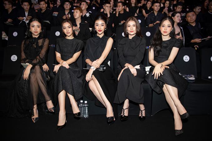 Chọn trang phục của nhà thiết kế và theo đúng dress code từ yêu cầu của ban tổ chức luôn được các mỹ nhân, sao Việt quan tâm hàng đầu khi đi xem show. (Ảnh minh họa: dàn mỹ nhân tại show Đỗ Mạnh Cường).