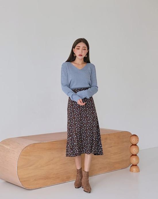 Không quá thô dày như áo len móc sợi, vải dệt kim tạo nên sự nhẹ nhõm và thoải mái và vẫn có khả năng giữ ấm cao. Vì thế, nó là một trong những chất liệu thịnh hành ở mùa thu đông.
