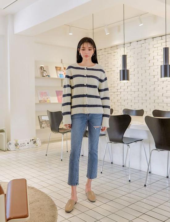 Những mẫu áo kẻ sọc ngang, vải xốp nhẹ và có độ cao giãn cao thường phù hợp với bạn gái dáng mảnh và có chiều cao lý tưởng.