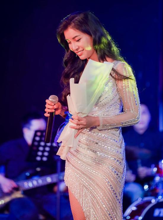 Ca sĩ Tiêu Châu Như Quỳnh góp tiếng hát ủng hộ đồng bào miền Trung.