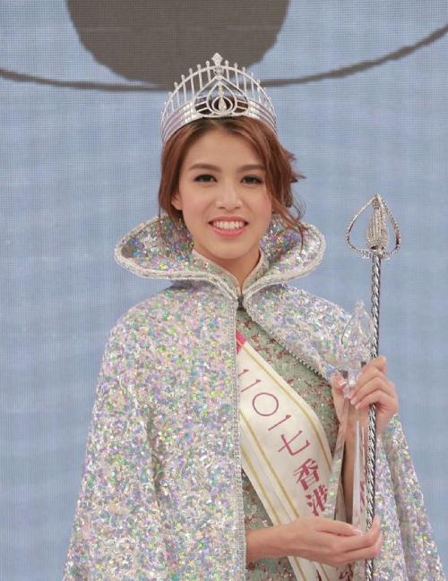 Lôi Trang Nhi khi đăng quang Hoa hậu Hong Kong.