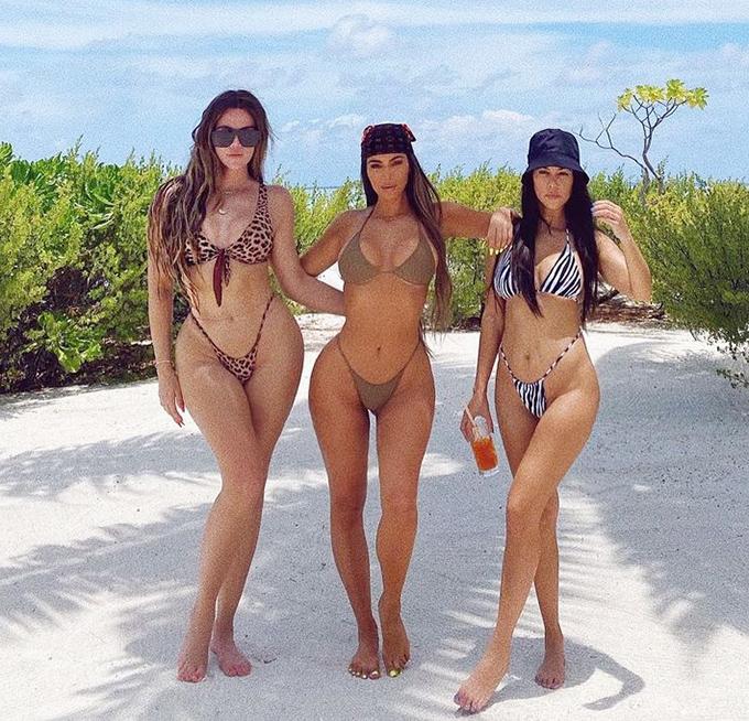 Sau khi đón sinh nhật tuổi 40 hôm 21/10, Kim Kardashian đưa cả đại gia đình và bạn bè thân thiết tới một hòn đảo nhiệt đới tận hưởng kỳ nghỉ xa hoa.