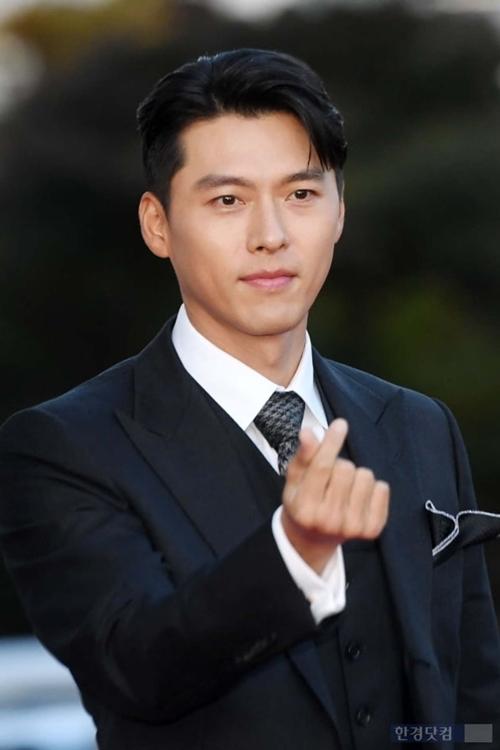 Kết quả giải thưởng được công bố từ trước đó một ngày. Với vai quân nhân Bắc Hàn trí tuệ và tình cảm trong Hạ cánh nơi anh , Hyun Bin được Tổng thống trao tặng giải thưởng. Đặt giả thiết về chuyện tình giữa một CEO Nam Hàn và một quân nhân Bắc Hàn, phim cổ vũ sự thống nhất hai miền Triều Tiên.