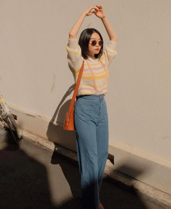 Áo len lông tông màu dìu mặt dành cho các nàng dáng mảnh mai. Trang phục này có thể phối cùng quần jeans lưng cao, chân váy midi vải dạ.
