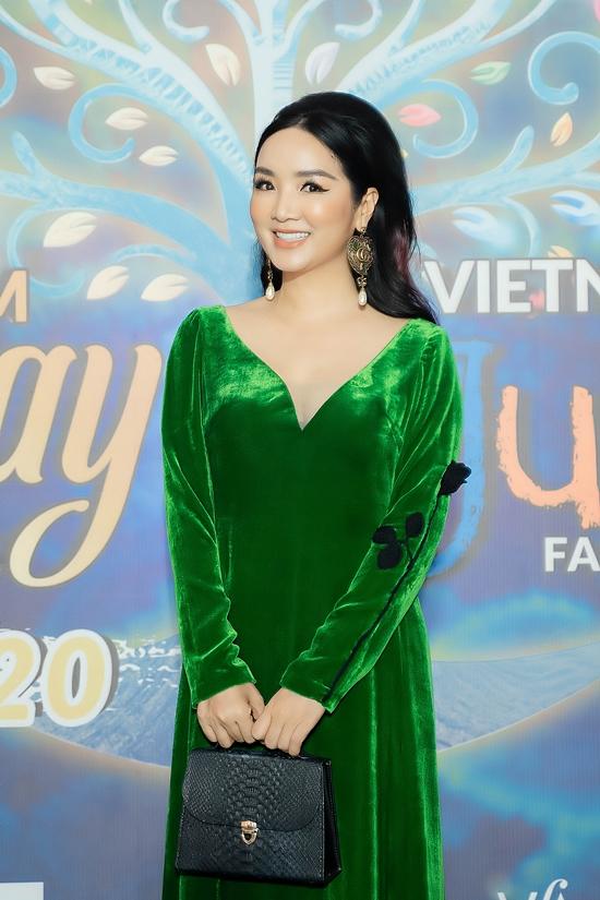 Hoa hậu Giáng My ghi điểm với tà a