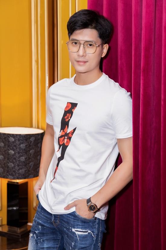 Lâm Bảo Châu gây ấn tượng với chiều cao 183 cm, gương mặt nam tính, được nhiều khán giả trẻ, đặc biệt là các fan nữ yêu thích.