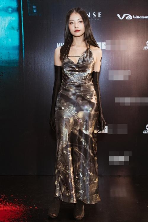 Sau nhiều năm gia nhập showbiz, diễn viên Yu Dương có vai chính đầu tay trong phim Thang máy. Cô là cháu ngoại của đạo diễn - NSND Hồng Sến. Nổi lên từ bộ truyện ảnh Mũi tên cầu vồng, Yu Dương từng góp mặt trong các phim Lời nguyền huyết ngải, Tháng năm rực rỡ...