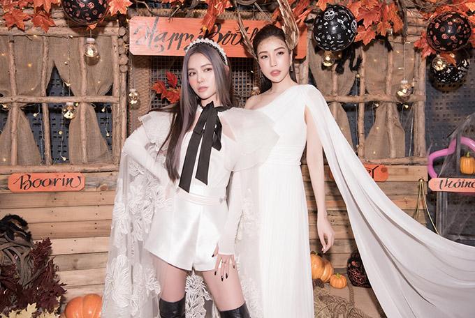 Hoa hậu Lam Cúc (phải) và nhà thiết kế Lucie Nguyễn hào hứng với buổi tiệc trang hoàng đậm không khí Halloween của gia đình Diệp Lâm Anh.