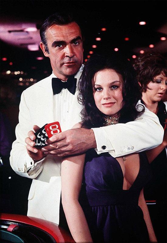 Sean Connery nổi tiếng nhất với loạt phim James Bond.