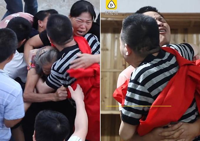 Khoảnh khắc xúc động khi Zhang đoàn tụ gia đình hồi tháng 8. Ảnh: Pear Video.