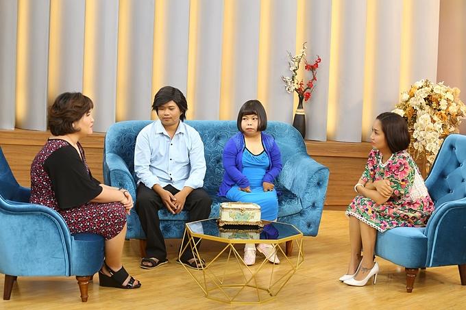 Chương trình Mảnh Ghép Hoàn Hảo với câu chuyện tình yêu cổ tích của cặp vợ chồng khuyết tật Văn Quẹo - Kim Chi, cùng sự dẫn dắt của MC Ốc Thanh Vân và tiến sĩ tâm lý Tô Nhi A được phát sóng lúc 21h35 hôm nay ngày 1/11/2020 trên VTV9.