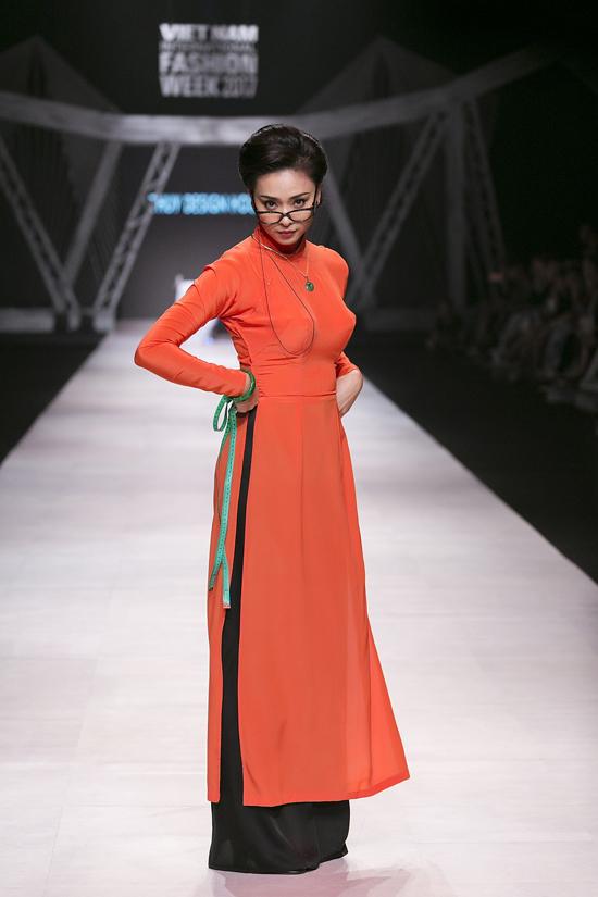 Ngô Thanh Vân – nàng thơ cho bộ sưu tập Cô Ba Sài Gòn của Thủy Nguyễn tại Tuần lễ thời trang quốc tế Việt Nam - Vietnam International Fashion Week 2017.