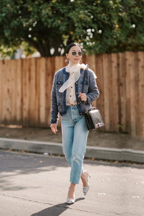 Qua nhiều mùa thời trang, chất liệu vải tweed luôn chiếm trọn tình cảm của những cô nàng mê mặc đẹp.