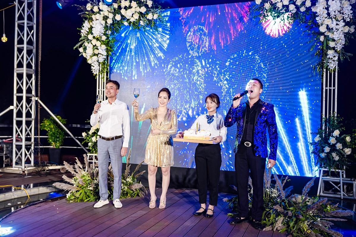 TS.BS Lê Phi Long và Founder Dung Bùi nâng ly chúc mừng sinh nhật
