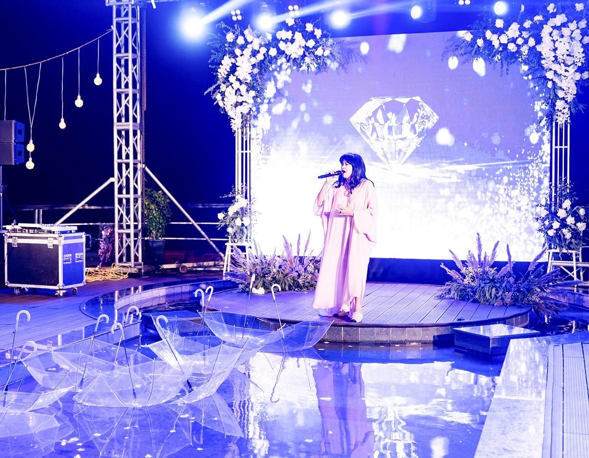 Diva Thanh Lam trình diễn tại buổi sinh nhật