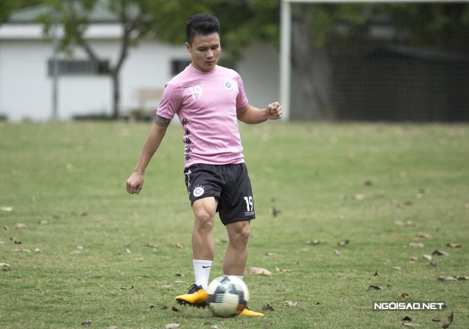 Quang Hải trên sân tập của CLB Hà Nội chiều 2/11. Ảnh: Đương Phạm.