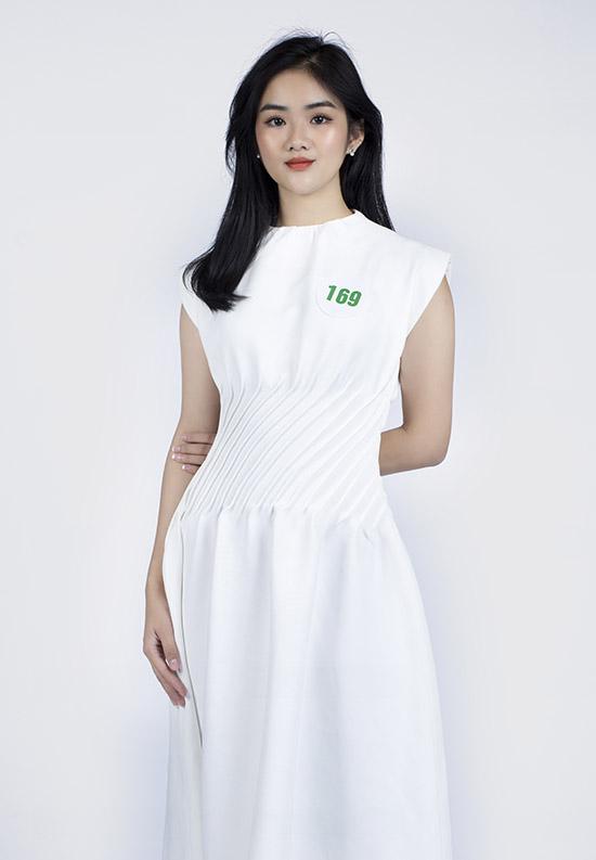 Người đẹp Bùi Minh Anh cao 1,68 m số đo 3 vòng là 82-63-97 đến từ Đắk Nông. Cô đang là sinh viên Đại học Công nghệ TP HCM. Bùi Minh Anh được chú ý nhờ vẻ đẹp hồn nhiên, trong sáng.