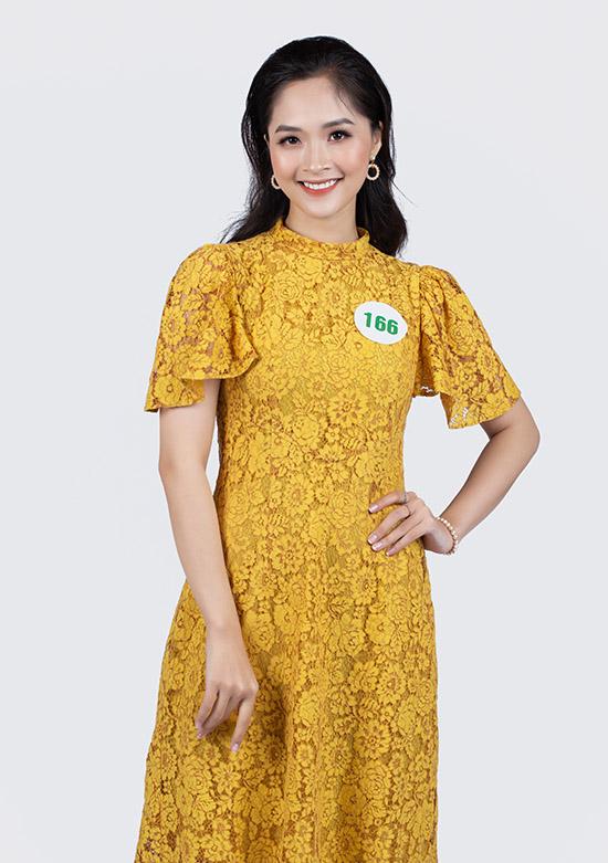 Nguyễn Thị Khánh Linh cao 1,68 m số đo 85-66-92 đến từ Hà Nội. Cô là nhân viên của một công ty dược phẩm.