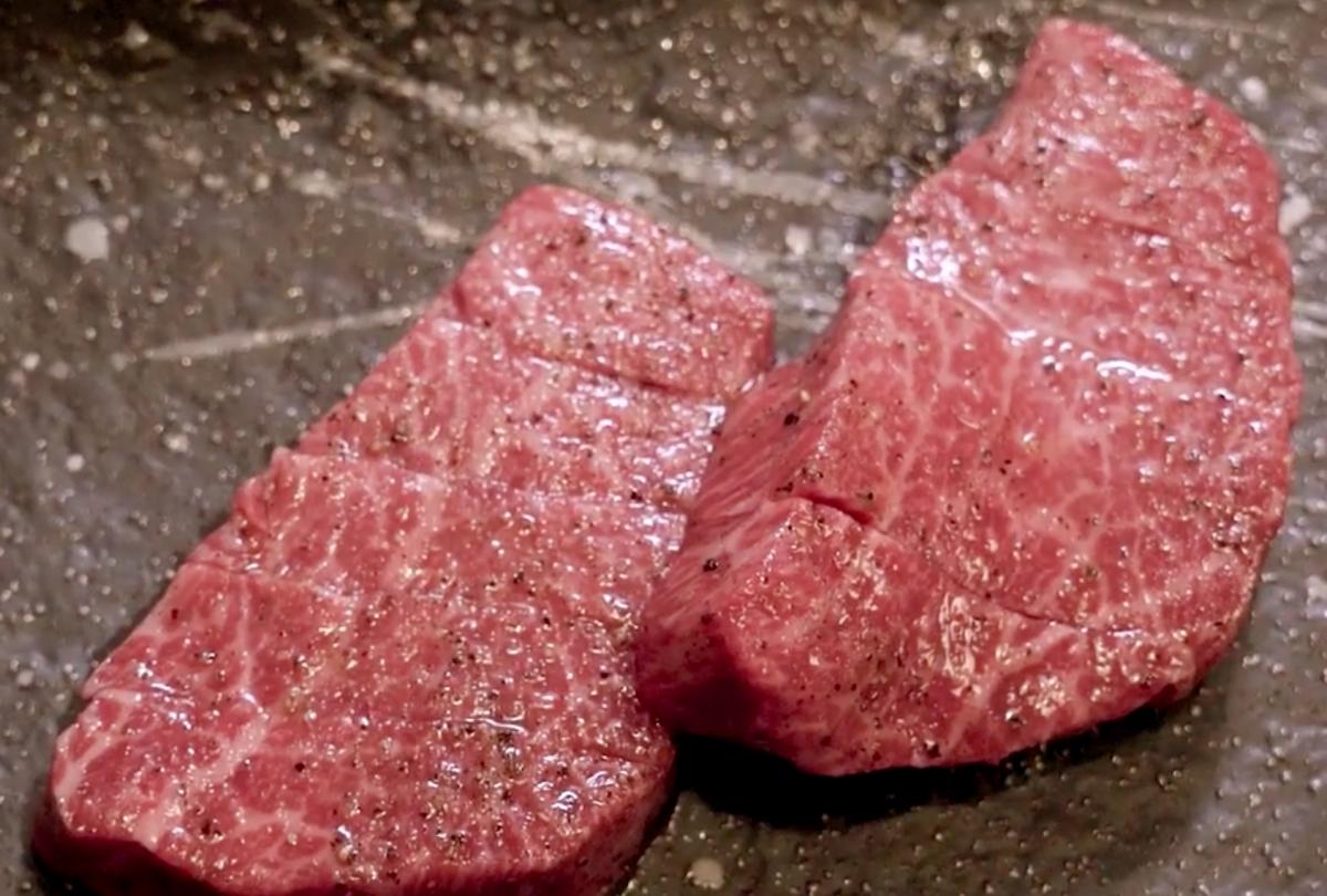 Phần thịt bò giá 2,1 triệu đồng của Ngọc Trinh.