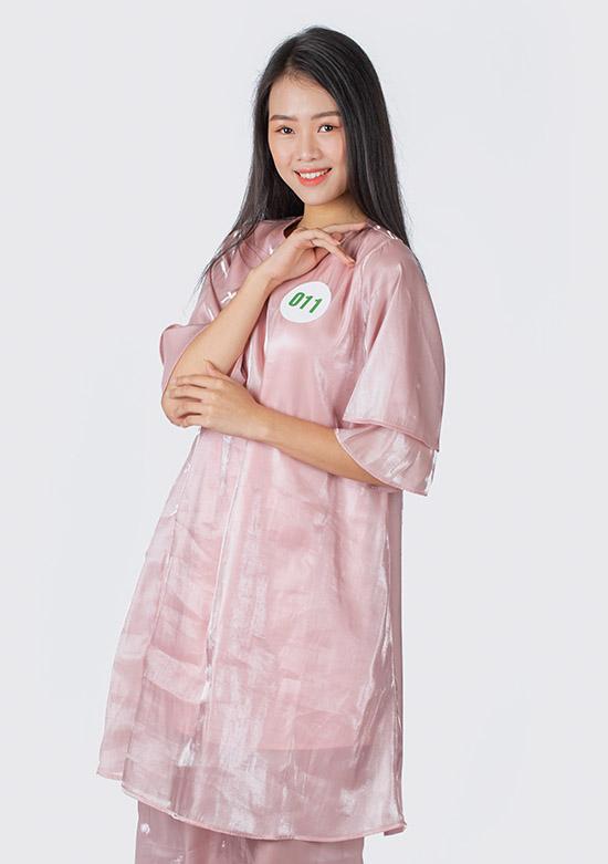 Trần Thị Đông Phương sở hữu chiều cao 1,75 m, số đo 74-59-85 đến từ Huế. Cô hiện là người mẫu tự do.
