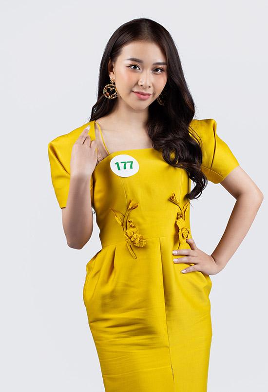 Phan Dạ Quỳnh cao 1,7 m đến từ Hải Phòng, là sinh viên Đại học Văn hoá Nghệ thuật Quân đội.