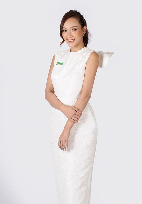 Ngô Mỹ Hải cao 1,71 m quê Đắk Lắk. Cô được khán giả biết đến với vai trò người mẫu, MC trong một số sự kiện của showbiz Việt.