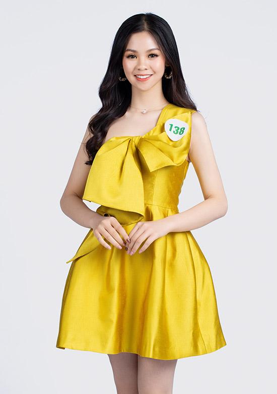 Vũ Minh Thư cao 1,69 m đến từ Nam Định, đang là sinh viên Đại học Kinh tế Quốc dân.