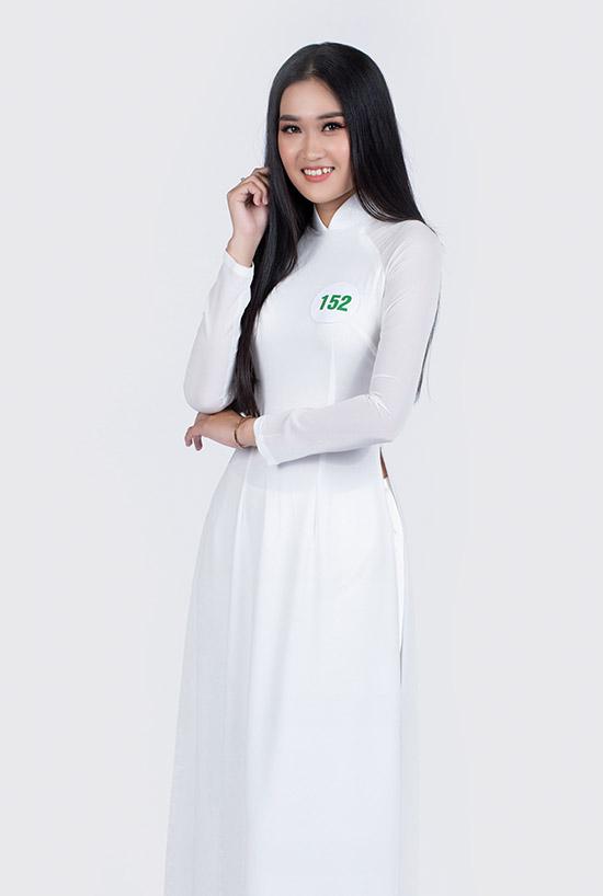 Đỗ Trần Gia Linh cao 1,74 m quê Bình Định, hiện là người mẫu tự do.