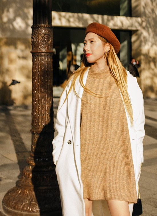 Quỳnh Lisa hiện định cư ở Pháp. Cô không còn hoạt động nghệ thuật mà chuyển sang kinh doanh nhưng thỉnh thoảng vẫn ngẫu hứng làm mẫu ảnh. Người đẹp quê Hóc Môn, TP HCM hào hứng diện đồ thu đông, xuống phố tận hưởng không khí se lạnh ở Paris.