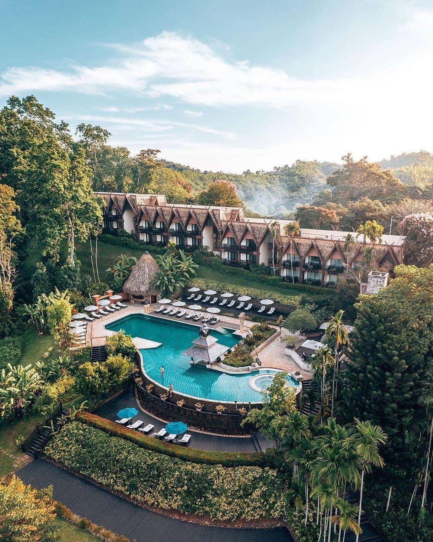 Resort Thái Lan nơi du khách ngủ cùng voi