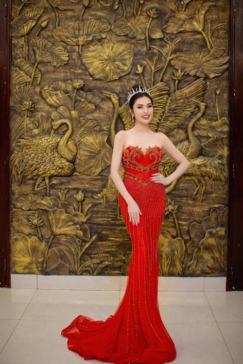 Huyền Sâm cho biết, cô từng tham gia một số cuộc thi nhan sắc và giành giải tài năng trước khi ngồi ghế nóng chương trình này.
