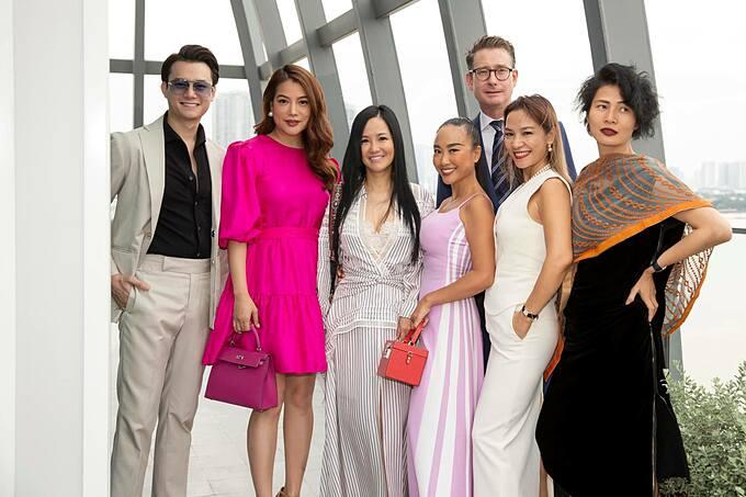 Anh Dũng - bạn trai tin đồn của diễn viên Trương Ngọc Ánh hội ngộ cùng ca sĩ Đoan Trang, Hồng Nhung trong một sự kiện.