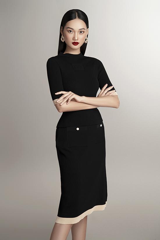 Sự kết hợp giữa áo tay lửng và chân váy cổ điển mang đến vẻ ngoài thanh lịch. Bên cạnh đó, đường viền màu be cũng là chi tiết điểm xuyết tinh tế trên nền đen.