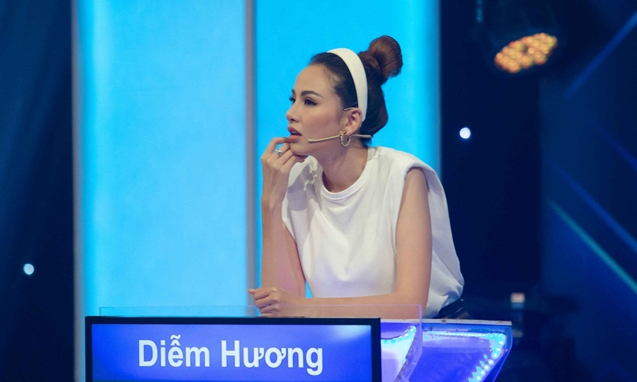Hoa hậu Diễm Hương bị mắng vì trễ giờ