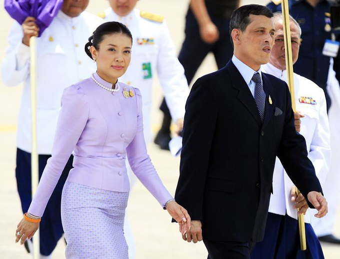 Vua Thái và người vợ thứ ba khi còn chung sống. Ảnh:AP.