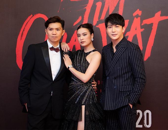 Sau bảy năm kể từ phim Thần tượng, Hoàng Thùy Linh mới tái xuất khán giả màn ảnh rộng với vai bà mẹ đơn thân trong phim Trái tim quái vật của đạo diễn Tạ Nguyên Hiệp (trái). Cô đóng cặp cùng diễn viên B Trần.