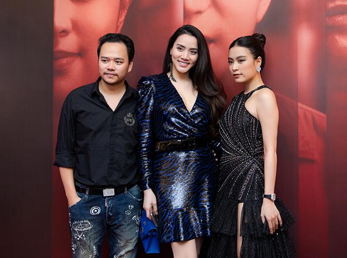 Trang Nhung cùng ông xã đại gia đến dự sự kiện. Cô có mối quan hệ thân thiết với Hoàng Thùy Linh từ nhiều năm nay.