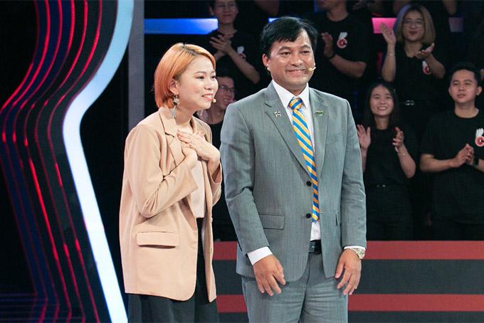 Ứng viên Ngô Thúy Phương Thanh xúc động khi được sếp Thành, Chủ tịch HĐQT Thắng Lợi Group tuyển dụng.
