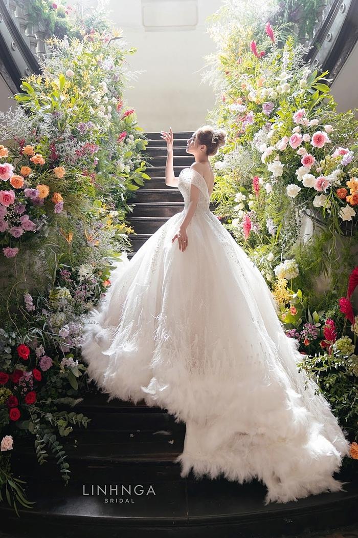 8 bộ váy cưới của bà xã streamer giàu nhất Việt Nam - 6