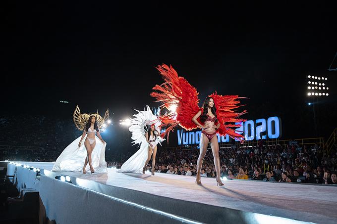 Sàn catwalk cạnh bờ biển của Hoa hậu VN 2020