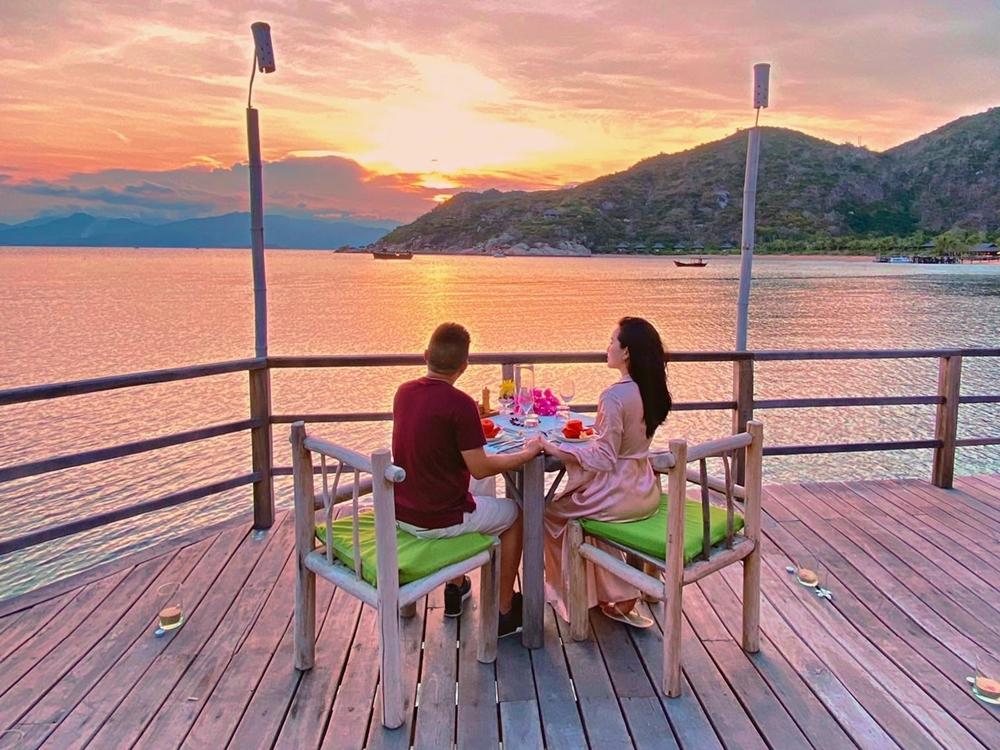 Biết vợ mê du lịch, doanh nhân Phan Lĩnh cố gắng sắp xếp đưa cô đi khám phá nhiều nơi.