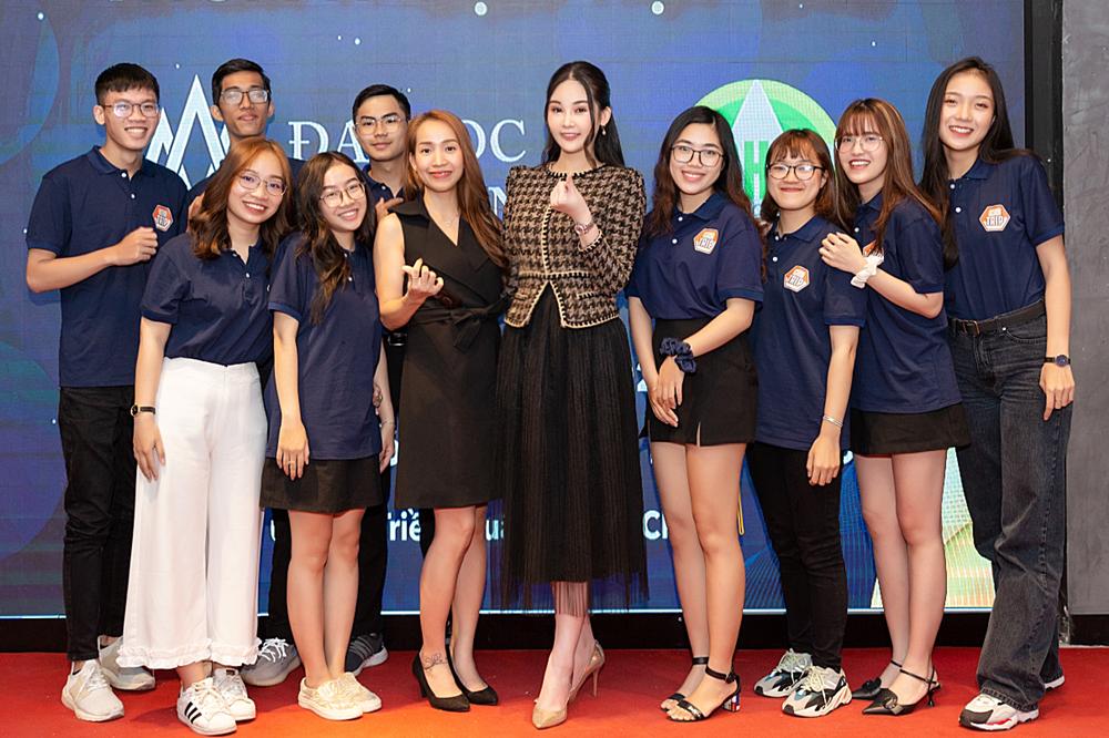 Hoa hậu Ngân Anh thanh lịch đi event - 10