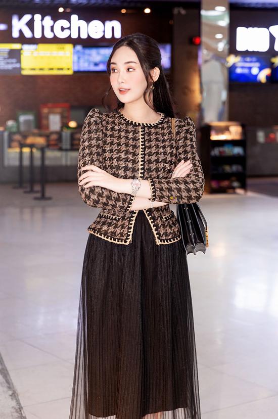Hoa hậu Ngân Anh thanh lịch đi event - 14