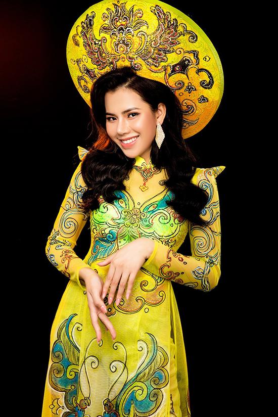 Bộ ảnh được hỗ trợ thực hiện bởi nhiếp ảnh Lê Quốc Khánh, trang điểm Nguyễn Duy Trọng.