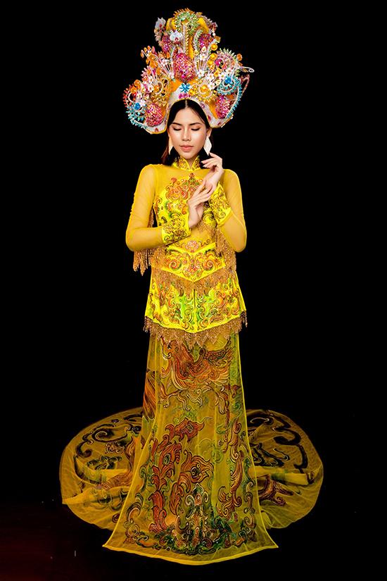 Màu vàng biểu trưng cho hành Thổ trong ngũ hành  thường được dùng cho trang phục của vua chúa thời xưa để biểu trưng cho quyền lực và sự cao quý.