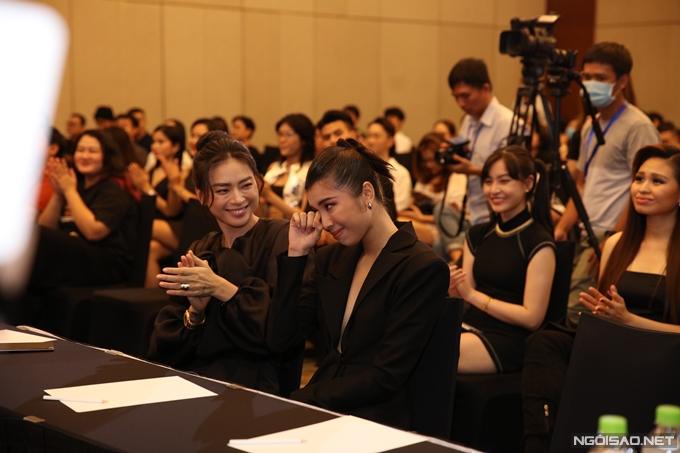 Đồng Ánh Quỳnh bật khóc bên cạnh Ngô Thanh Vân.