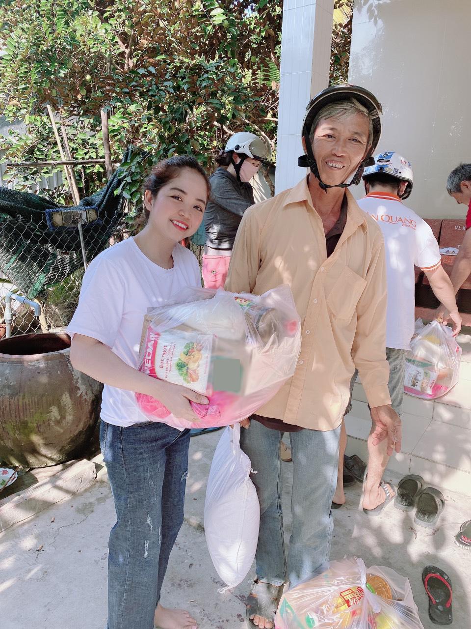 Trong những năm qua, Khánh Linh luôn duy trì hoạt động từ thiện tại Hậu Giang. Cô hướng đến việc đưa hoạt động này trở thành chương trình thiện nguyện thường niên diễn ra hàng năm. Hầu hết chi phí cho các hoạt động này đều xuất phát từ lợi nhuận kinh doanh của Khánh Linh. Dù từng gặp không ít khó khăn trong tài chính nhưng cô chưa bao giờ có ý định từ bỏ tấm lòng thiện nguyện.