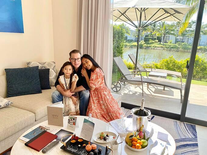 Ca sĩ Đoan Trang có cuộc sống viên mãn bên chồng Tây và con gái.